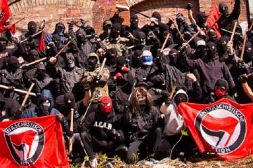 Antifa Ivan Bartos Pirati manipulatori.cz neomarxisti teroristi