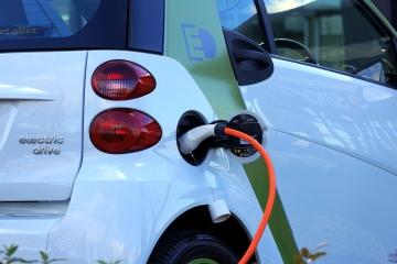Nová elektro a plynová vozidla v ČR: Rok 2020 znamenal velký nárůst