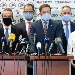 Hnutí STAN schválilo smlouvu o volební koalici s Piráty. Připojit se chtějí i Zelení