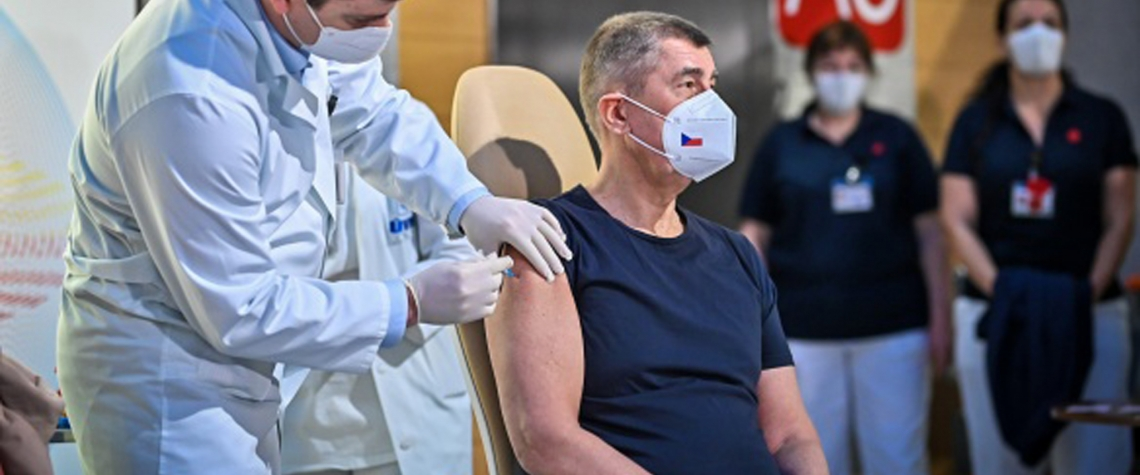 Babiš dostává vakcínu
