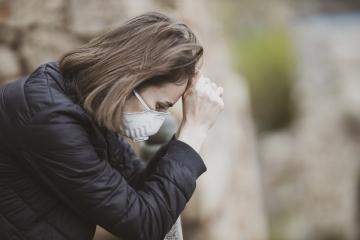 COVID-19: Roste počet sebevražd, domácí násilí i závislost na technologiích