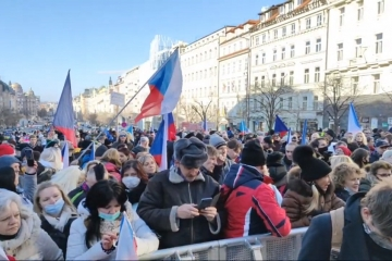 """VIDEO: Záznam z dnešní demonstrace: """"Jsme lidi, nás nevypnete"""""""