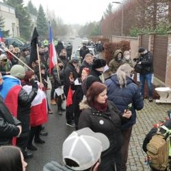 V Průhonicích se konal Smuteční pochod za zbytečné oběti vlády ČR