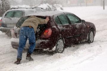 V západních Čech a ve Středočeském kraji komplikuje dopravu silné sněžení