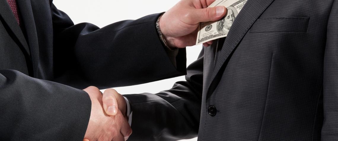Policie navrhla obžalovat 66 osob z korupčního jednání