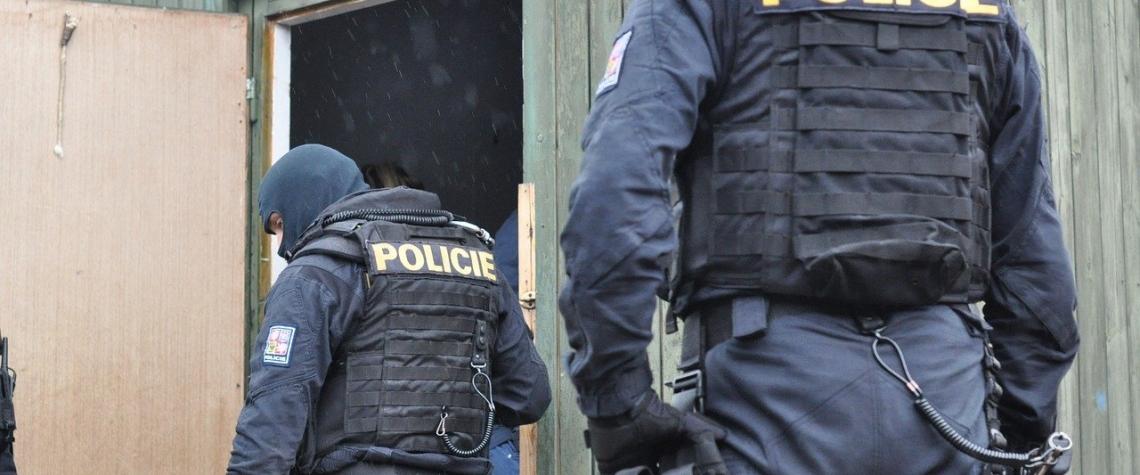 Policie obvinila organizovanou skupinu 22 osob z krácení DPH