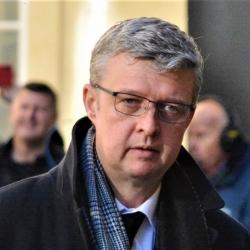 Ministr Havlíček navrhne vládě otevření obchodů od 22. února
