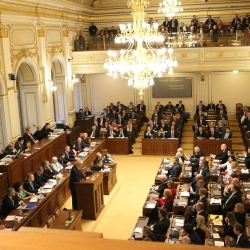 Poslanci schválili zákon, Sněmovna, poslanci, parlament,