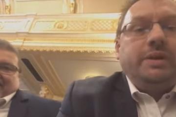 VIDEO: Poslanci Volný a Bojko vyvedeni ze zasedání Sněmovny. Neměli roušky