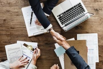Způsoby získání obchodní společnosti. Založení nebo koupě společnosti