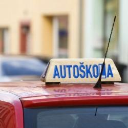 Závěrečné zkoušky v autoškolách obnoveny od 12. dubna