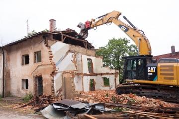 Nový stavební zákon zatočí s černými stavbami, náklady na jejich demolici převezme od obcí stát