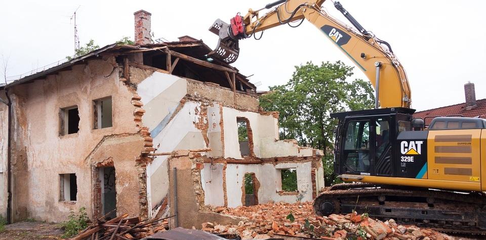 Nový stavební zákon zatočí s černými stavbami