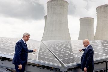 V Dukovanech vznikla největší česká solární elektrárna instalovaná nad parkovištěm