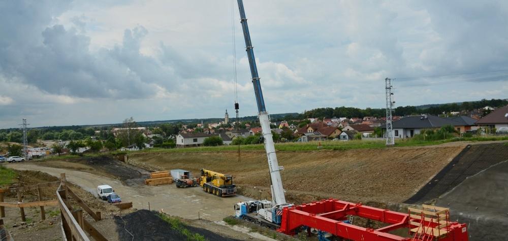 Stavba železničního koridoru mezi Prahou a Českými Budějovicemi