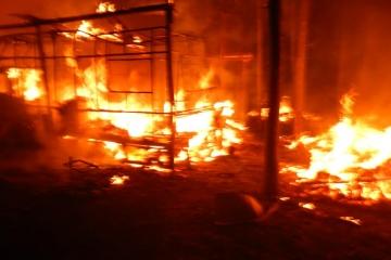 V kempu u Orlické přehrady shořelo 11 karavanů
