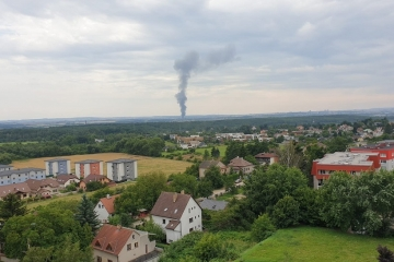 V Praze hoří skladovací hala
